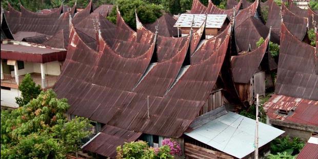 gonjong-atap-rumah-adat-minang-kawasan-nagari-rumah-gadang-620X31